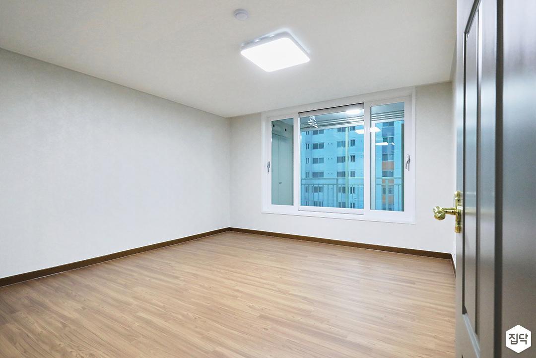그레이,내츄럴,침실,침실조명,마루바닥
