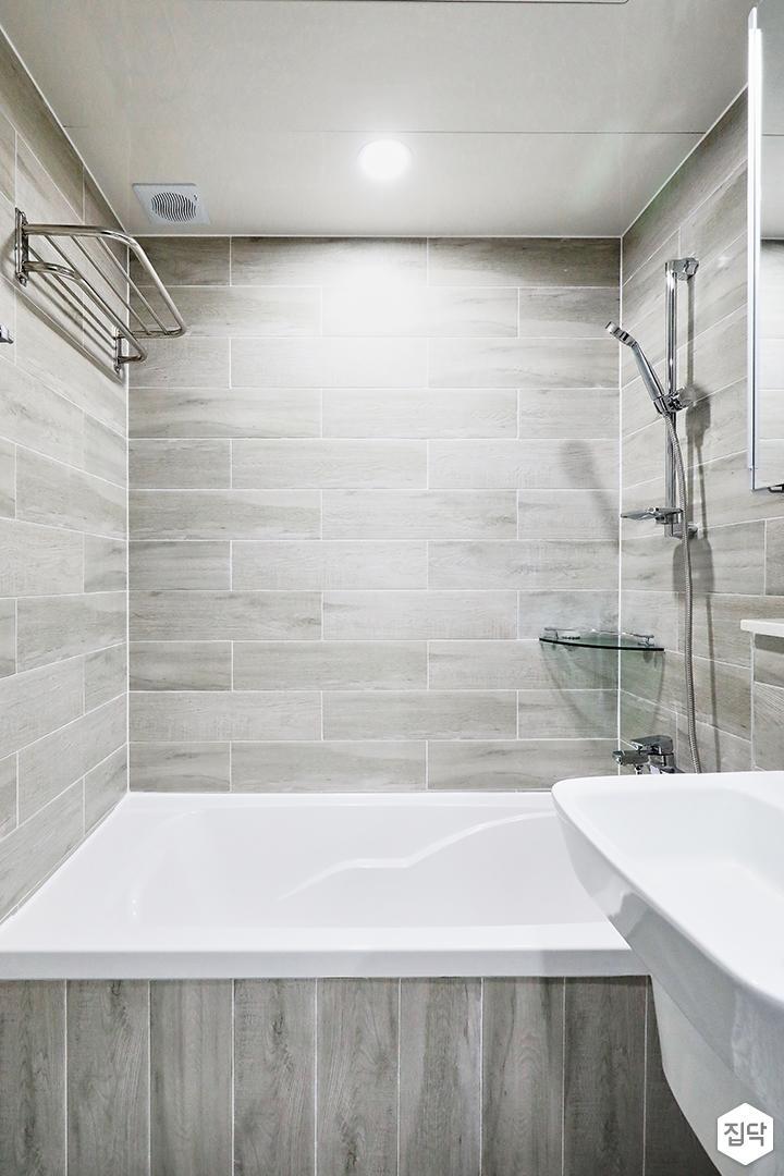 그레이,클래식,욕실,욕실조명,욕실수전,타일,패턴타일,욕조