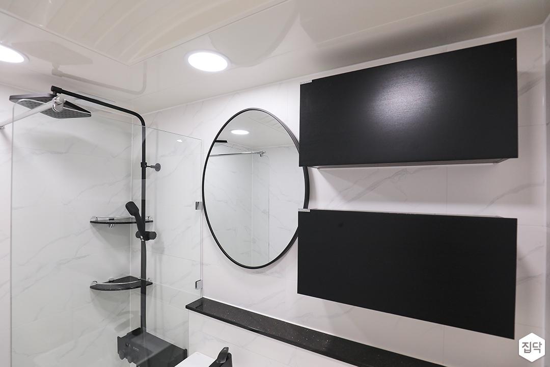 화이트,블랙,모던,심플,욕실,욕실조명,욕실수전