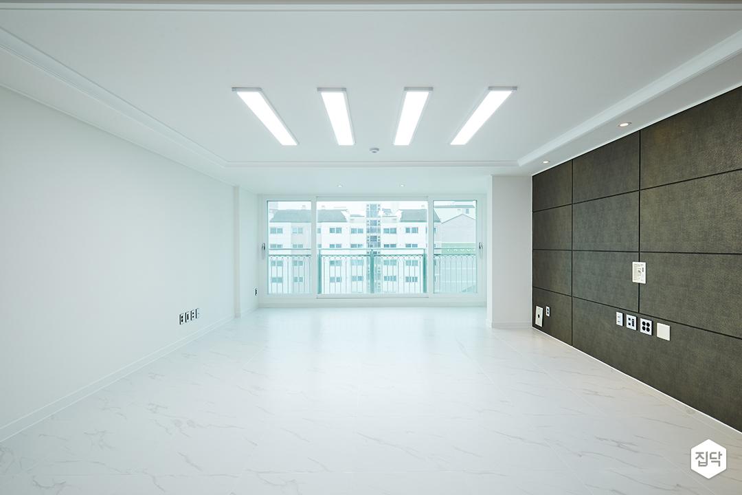 거실,폴리싱타일,LED조명,아트월,화이트,우물천장