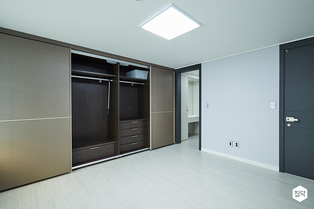 붙박이장,LED조명,옷장,수납공간
