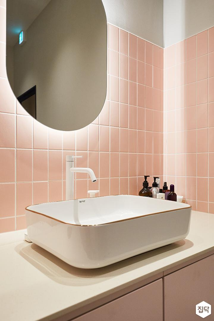 핑크,화이트,모던,심플,내츄럴,샤워실,세면대,수전