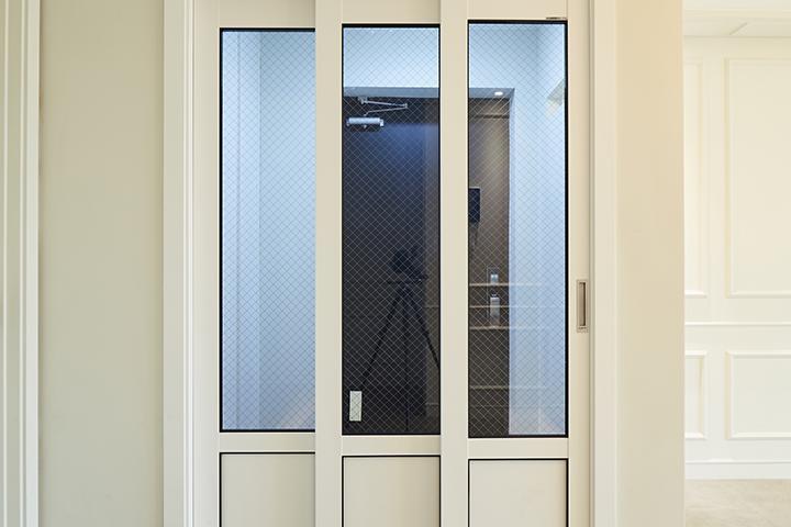 중문,3연동도어,현관,블랙&화이트,방화문,바닥타일