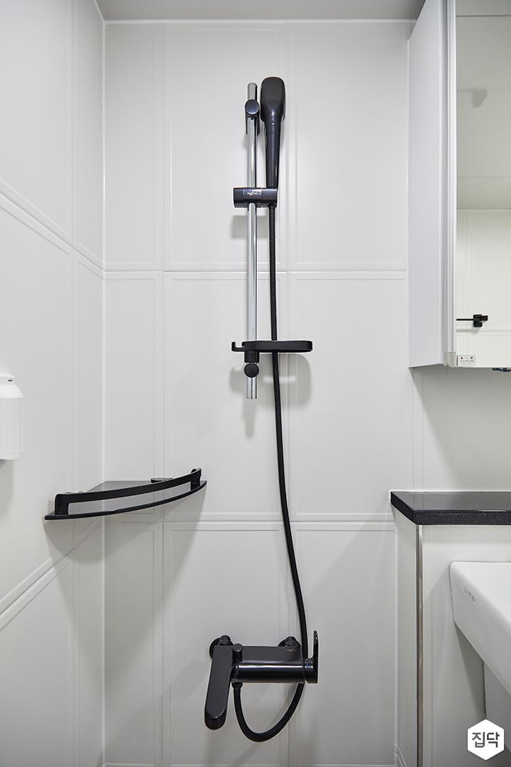 화이트,모던,심플,욕실,욕실조명,세면대,샤워기