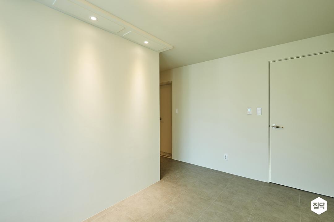 다운라이트조명,화이트,안방,가벽,장판