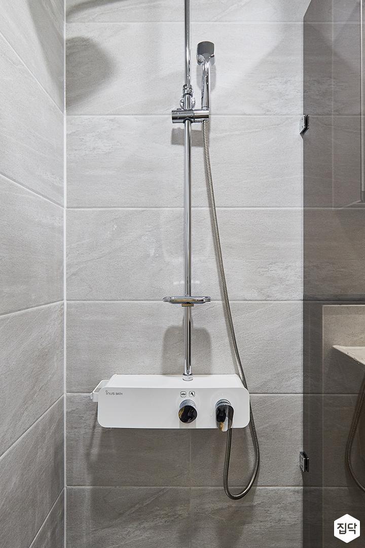 그레이,모던,심플,욕실,욕실조명,샤워파티션,샤워기