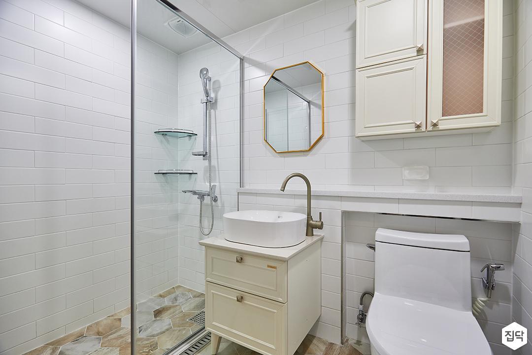 화이트,베이지,모던,심플,욕실,욕실조명,세면대,수납장,샤워기,샤워파티션