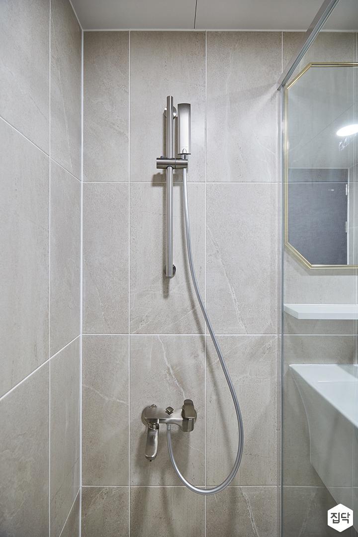 화이트,베이지,모던,심플,욕실,욕실조명,샤워기