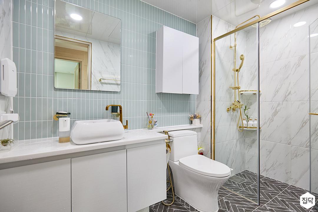 화이트,블루,모던,심플,욕실,욕실조명,세면대,수납장,샤워기,샤워파티션