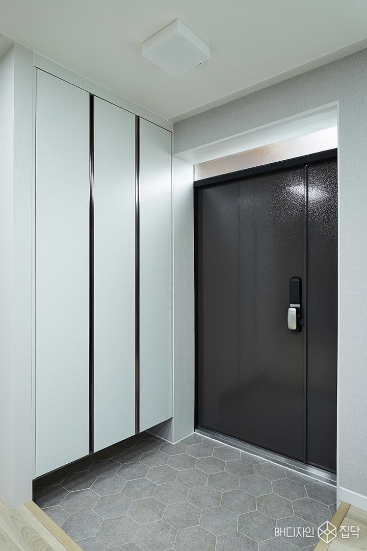현관,헥사곤타일,신발장,방화문,블랙