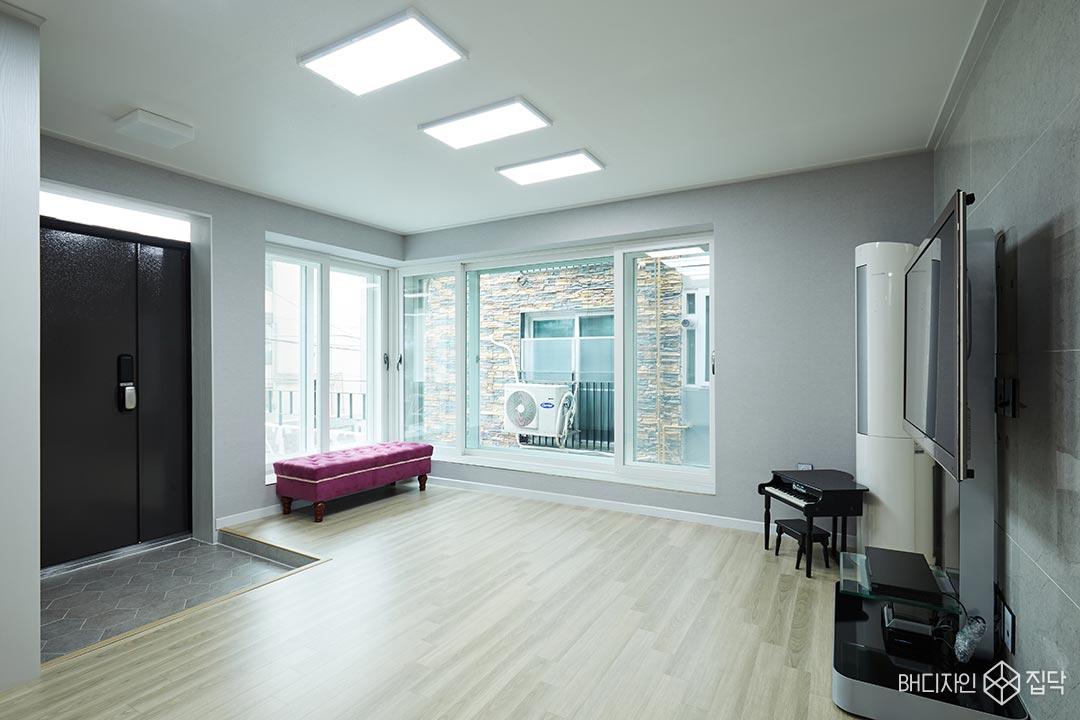 강마루,LED조명,거실,그레이,실크벽지,현관
