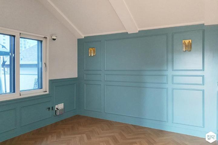화이트,블루,클래식,침실,웨인스코팅,조명