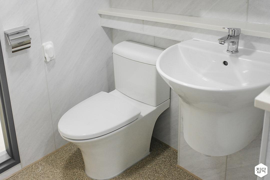 화이트,내추럴,욕실,폴리싱,다운라이트조명,비앙코카라라,세면대