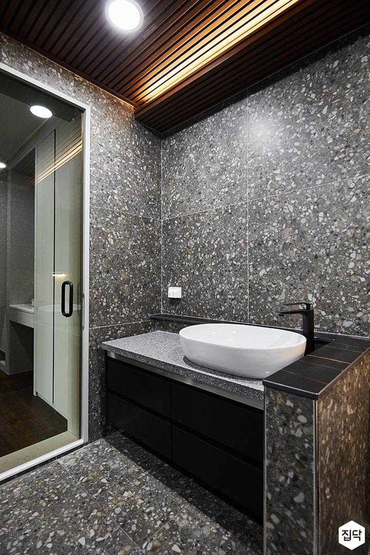 그레이,블랙,뉴클래식,욕실,대리석,패턴타일,세면대