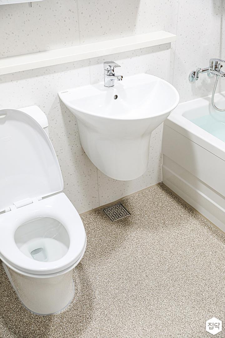 화이트,브라운,내추럴,욕실,테라조,세면대,욕조,샤워기