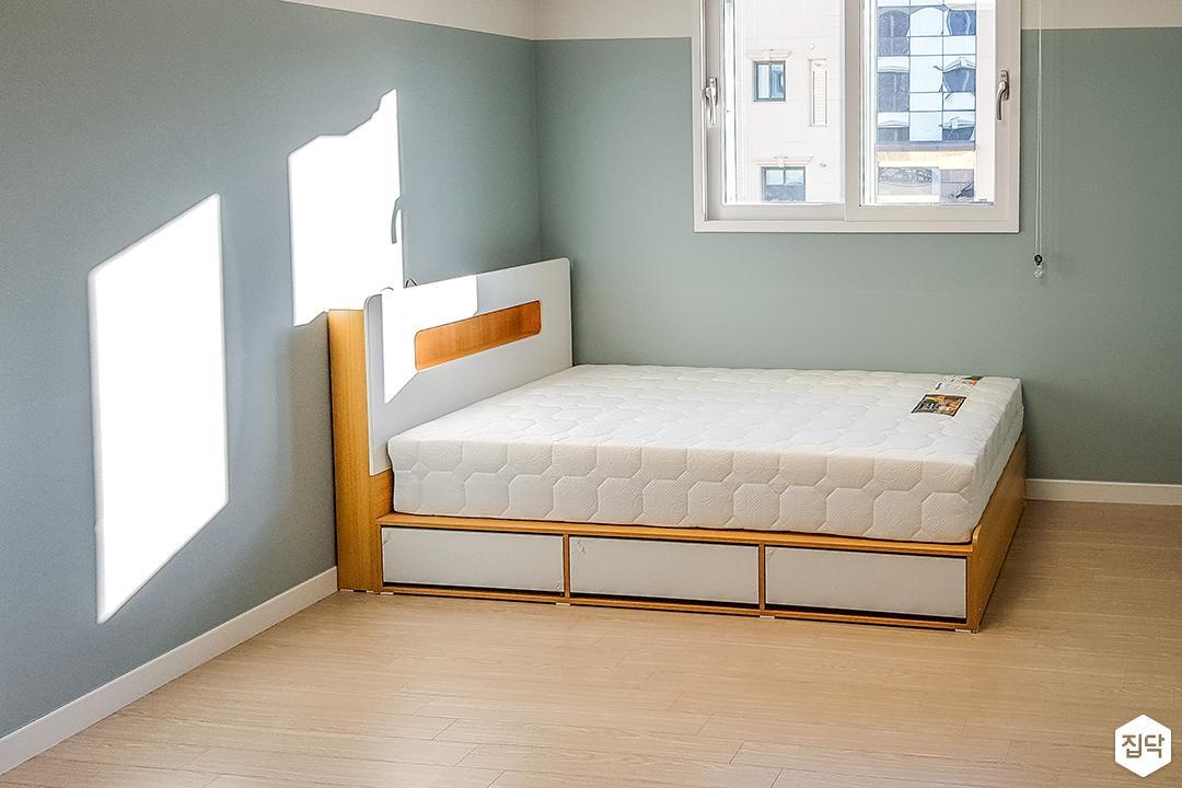 그린,모던,원목마루,침대