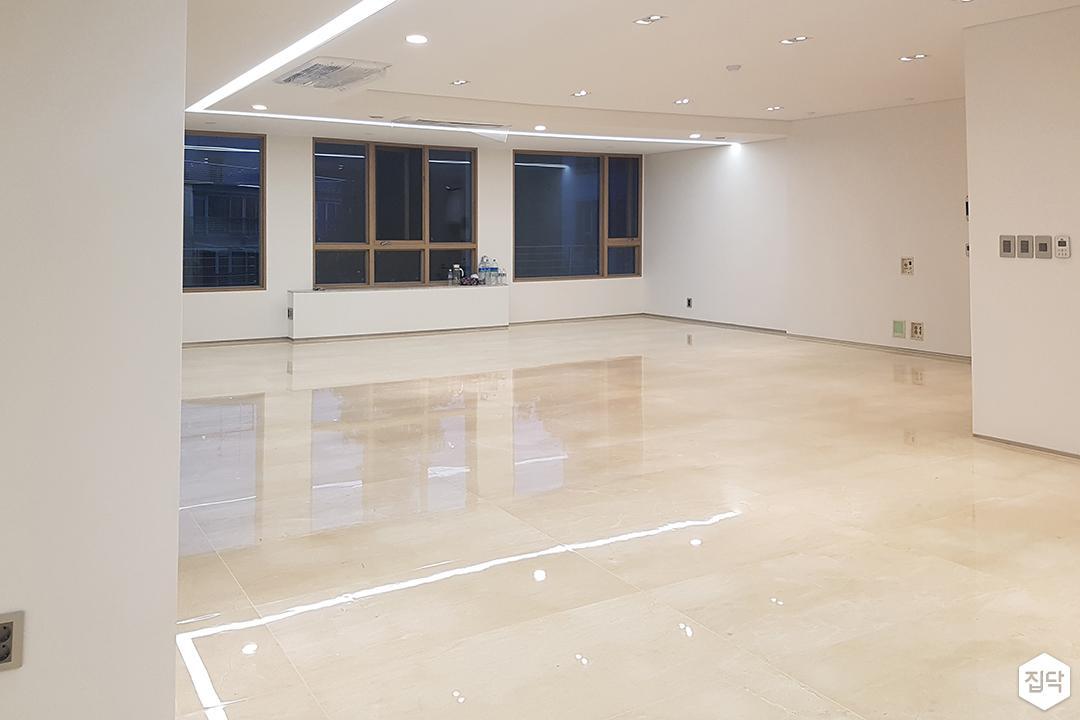 화이트,모던,거실,대리석,다운라이트조명,LED조명