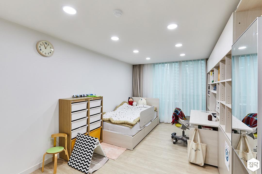 화이트,모던,아이방,매립등,침대,책상,책장