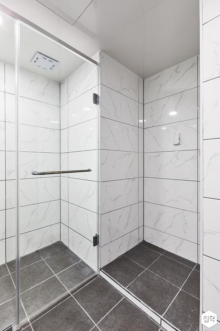 화이트,미니멀,심플,욕실,포세린,매립등,수납장,파티션,세면대,샤워기,거울
