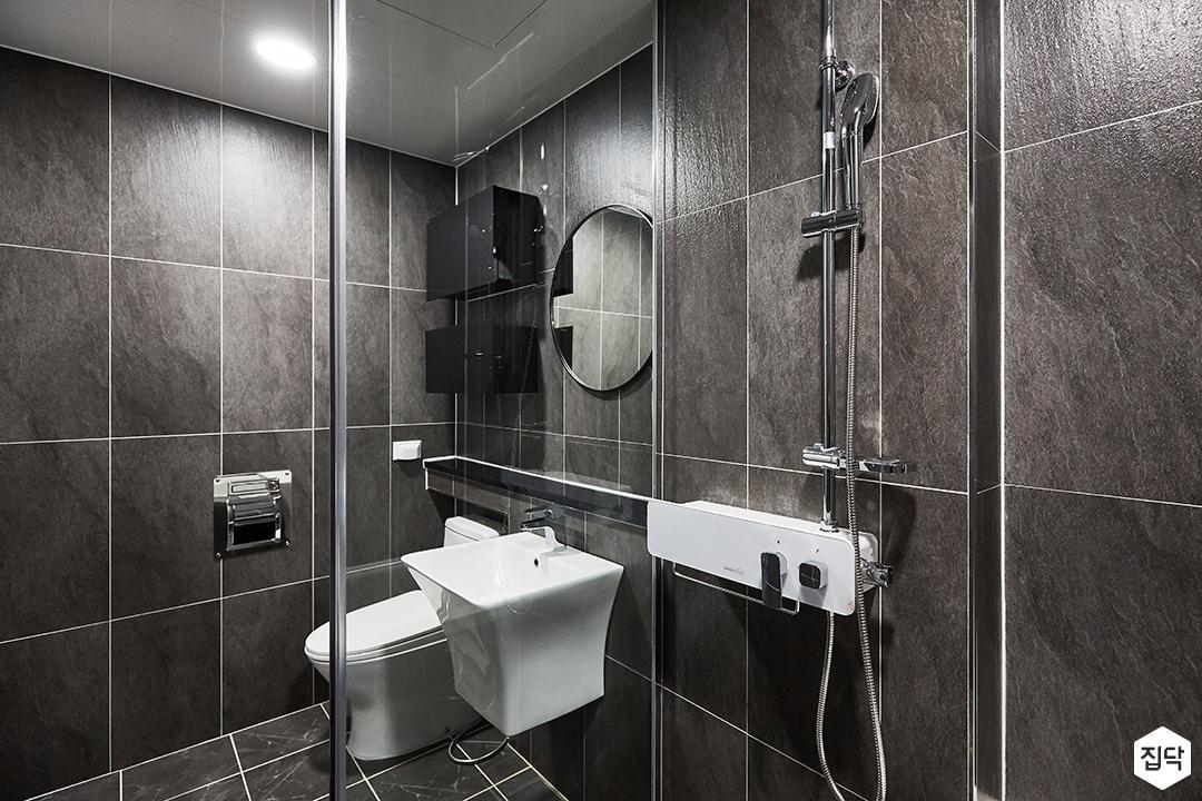 그레이,모던,심플,욕실,포세린,다운라이트조명,수납장,파티션,세면대,샤워기,거울