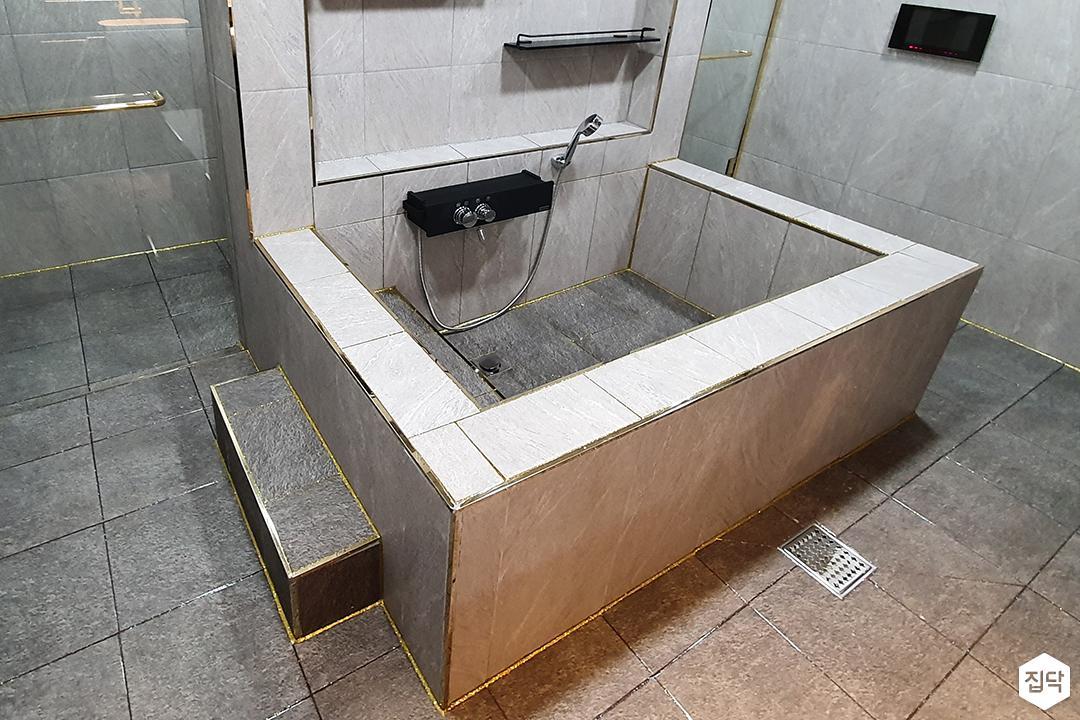그레이,모던,욕실,포세린,욕조,샤워기