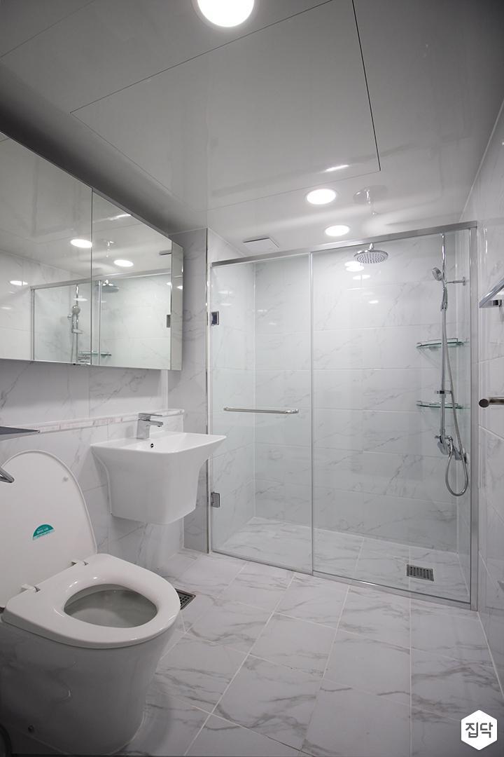 화이트,모던,욕실,포세린,비앙코카라라,수납장,세면대,코너선반,샤워기,거울