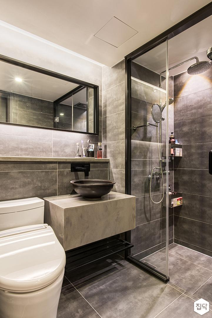 그레이,모던,욕실,포세린,다운라이트조명,수납장,세면대,코너선반,샤워기,거울