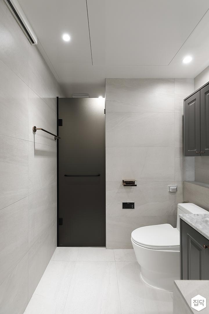 그레이,모던,욕실,포세린,욕실타일,다운라이트조명,수납장,세면대,거울