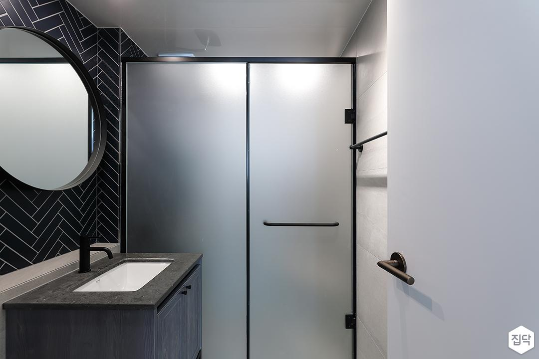 그레이,모던,욕실,욕실타일,헤링본,세면대,거울