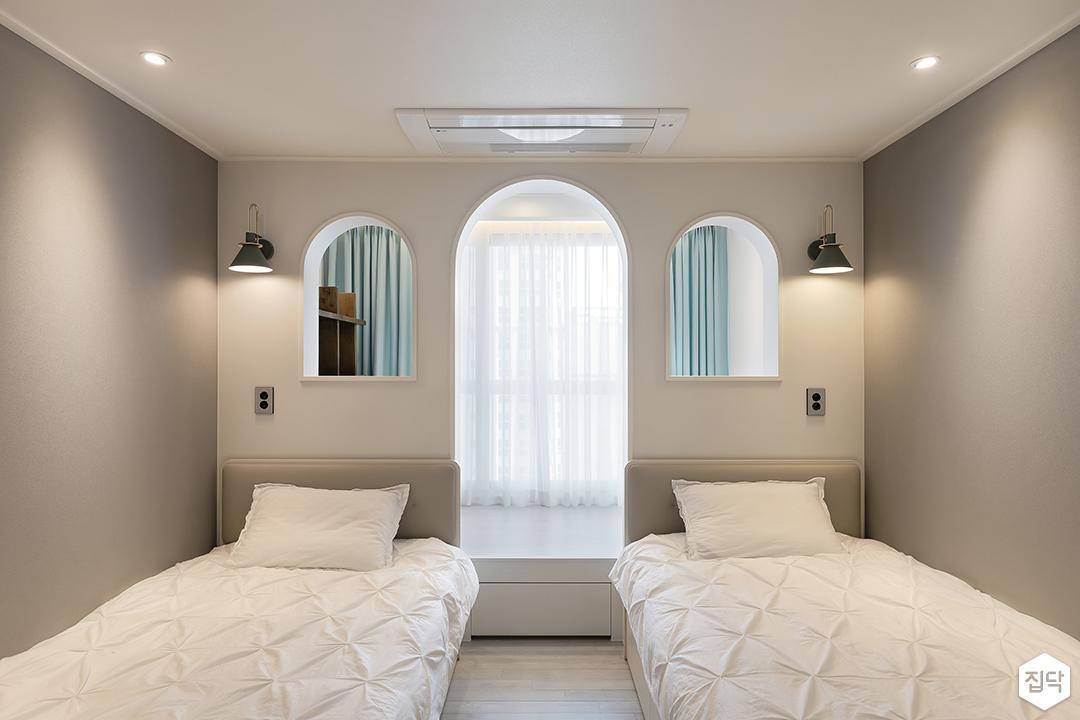 그레이,모던,방,원목마루,아치형게이트,다운라이트조명,브라켓조명,침대