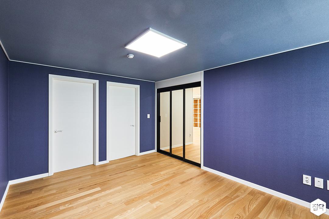 블루,모던,방,중문,연동도어