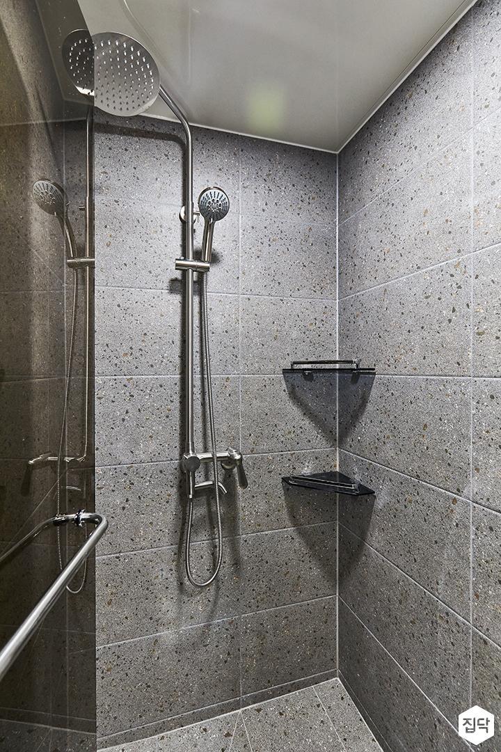 그레이,블루,모던,욕실,포세린,욕실타일,매립등,간접조명,테라조,수납장,파티션,세면대,욕조,샤워기,거울