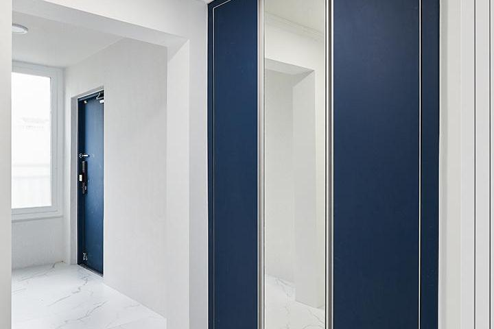 화이트,블루,모던,심플,현관,비앙코카라라,신발장,거울