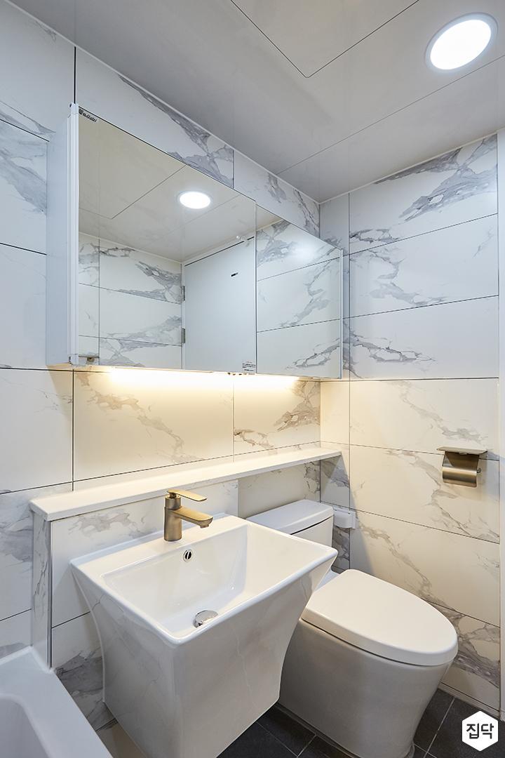 화이트,모던,내추럴,욕실,간접조명,원형직부등,비앙코카라라,수납장,세면대,거울
