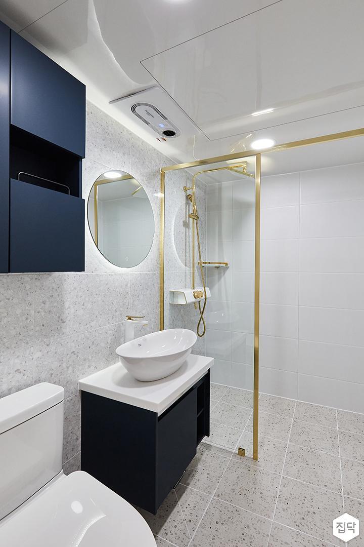 화이트,블루,골드,모던,심플,욕실,원형직부등,수납장,파티션,세면대,샤워기,거울