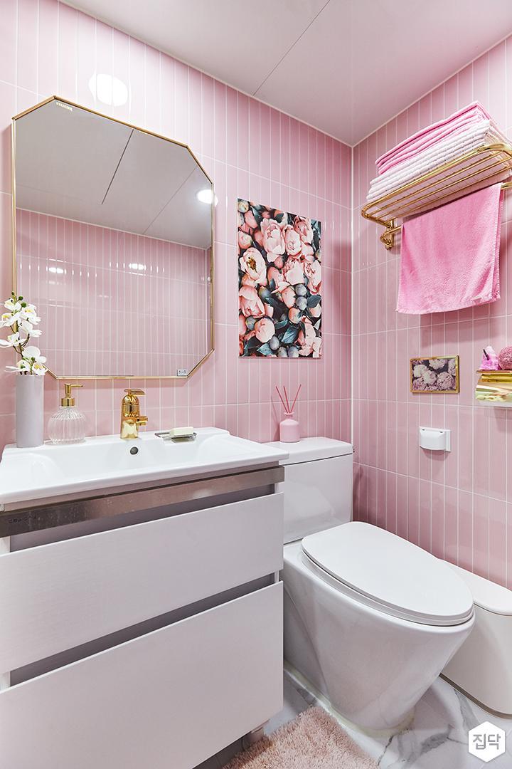 핑크,골드,뉴클래식,럭셔리,욕실,대리석,욕실타일,비앙코카라라,수납장,세면대,욕조,샤워기,거울