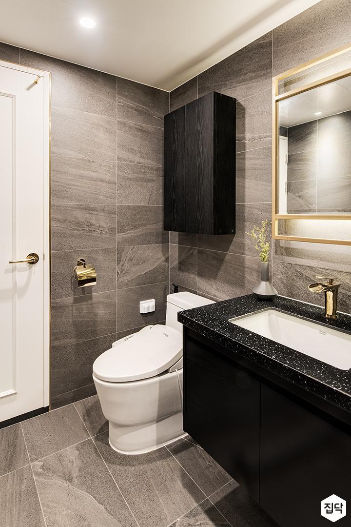 그레이,블랙,골드,모던,욕실,대리석,포세린,다운라이트조명,세면대,거울