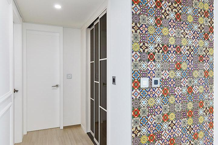 화이트,모던,거실,패턴타일,매립등