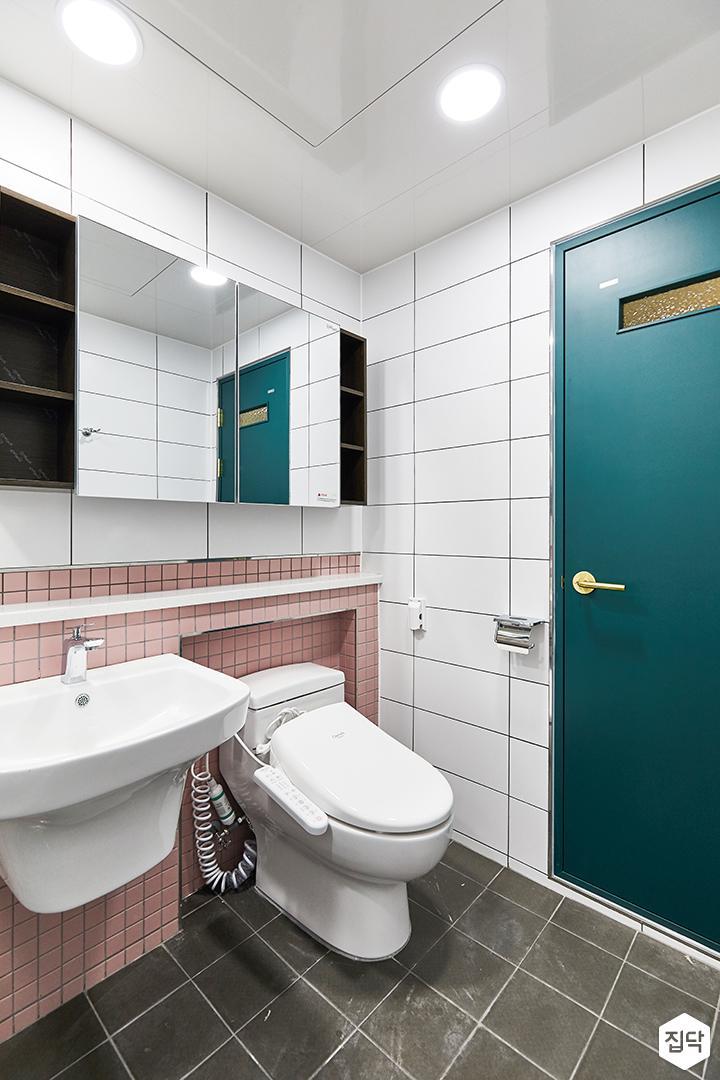 화이트,핑크,모던,미니멀,심플,욕실,대리석,포세린,욕실타일,매립등,체크,수납장,세면대,거울