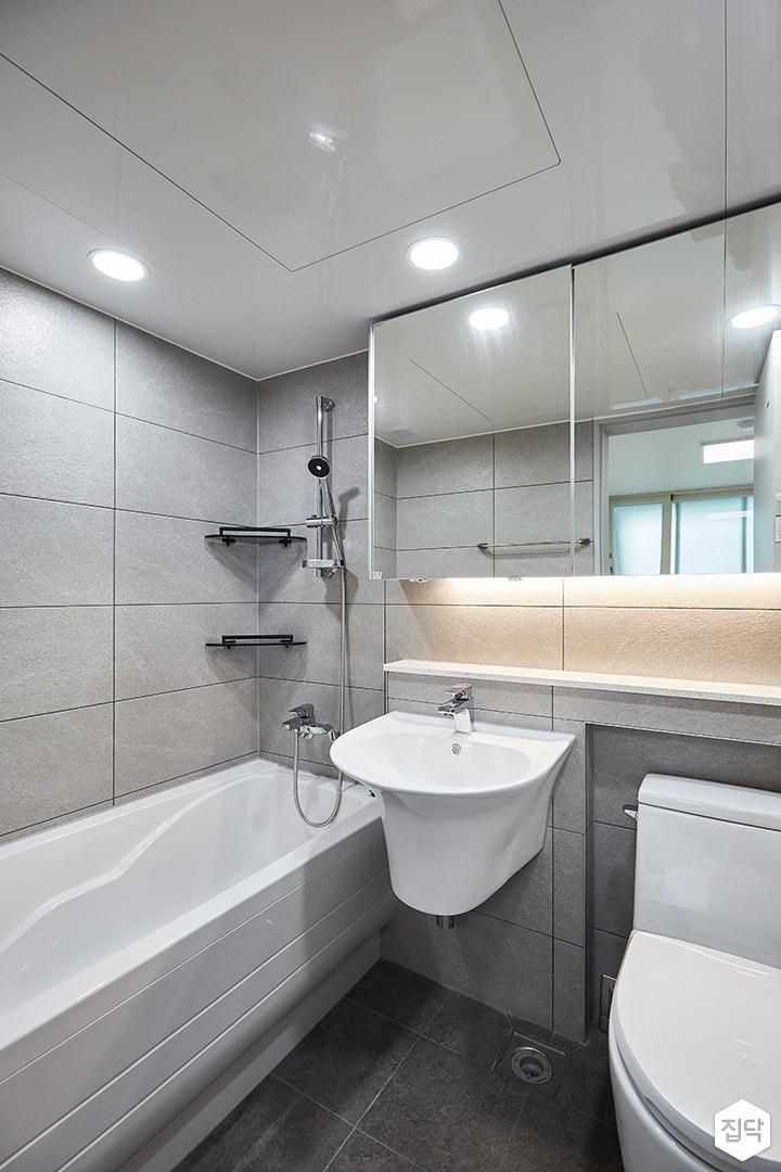 화이트,그레이,모던,심플,욕실,포세린,간접조명,원형직부등,수납장,세면대,욕조,코너선반,샤워기,거울