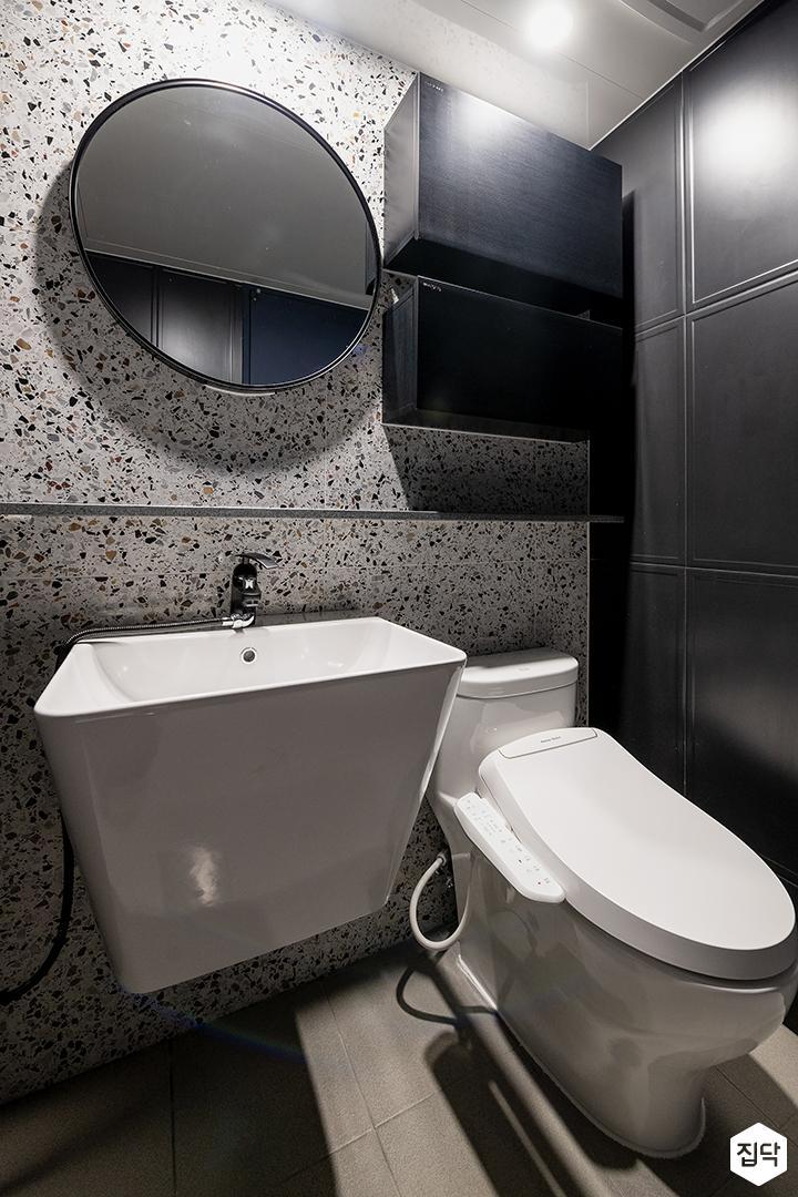 그레이,모던,욕실,패턴타일,테라조,세면대,거울