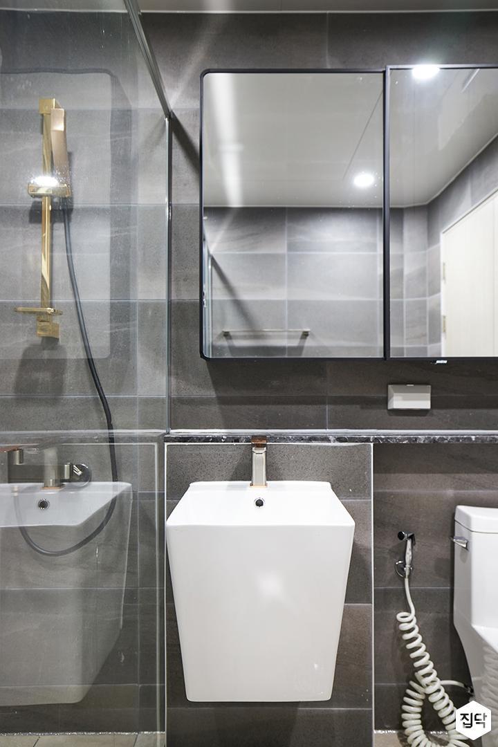 그레이,블랙,모던,욕실,포세린,매립등,수납장,유리파티션,세면대