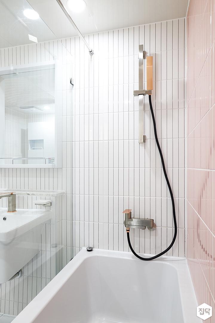 화이트,핑크,내추럴,뉴클래식,욕실,폴리싱,욕실타일,매립등,유리파티션,욕조