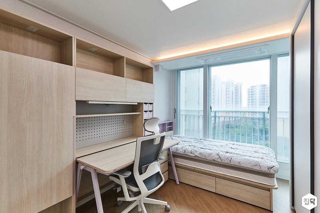 화이트,모던,뉴클래식,아이방,간접조명,우드,책상,침대
