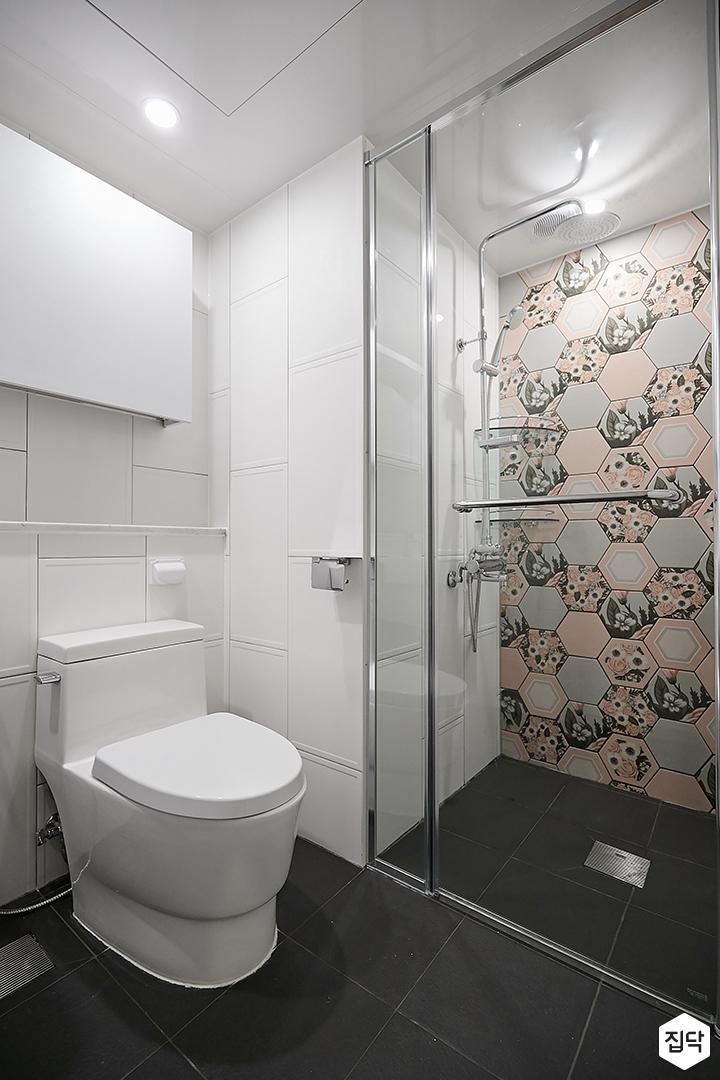 화이트,블랙,모던,욕실,유리파티션,세면대,샤워기