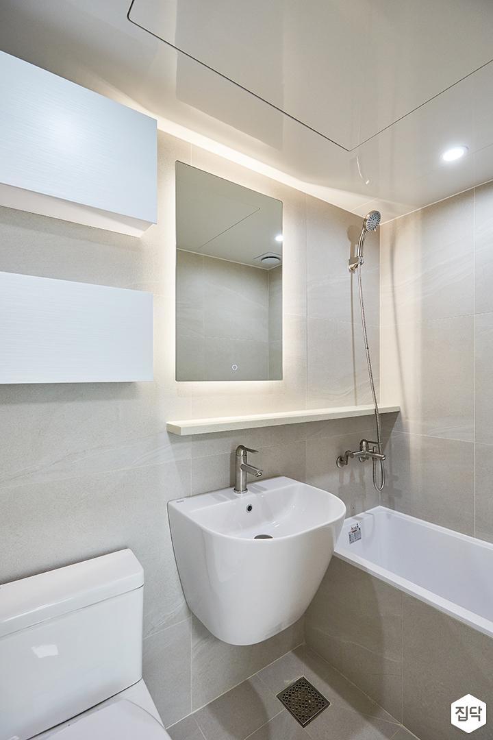 화이트,그레이,모던,심플,욕실,포세린,간접조명,원형직부등,수납장,거울,세면대,샤워기,욕조