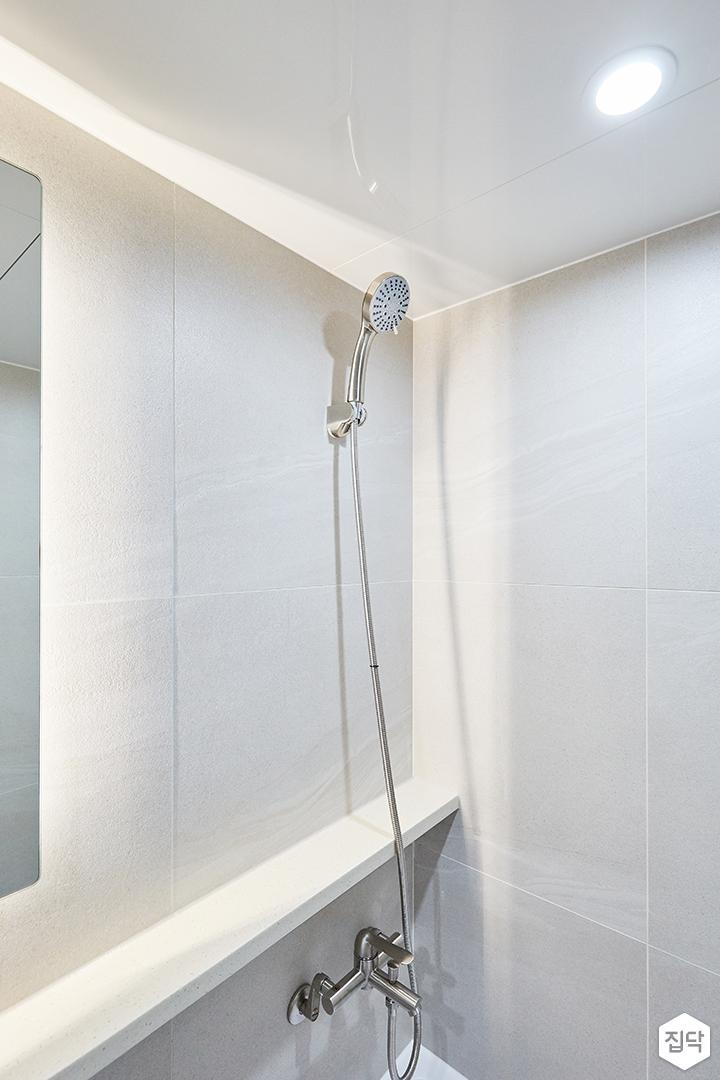 화이트,그레이,모던,심플,욕실,포세린,간접조명,원형직부등,샤워기