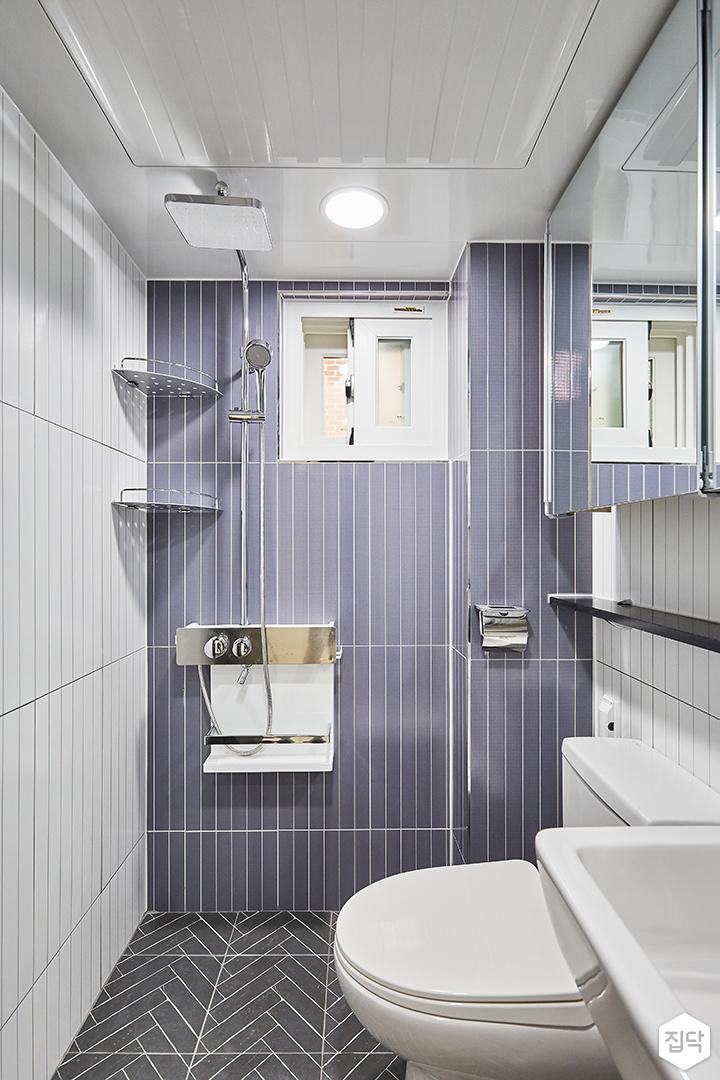 화이트,퍼플,모던,심플,욕실,욕실타일,원형직부등,수납장,세면대,코너선반,샤워기,거울