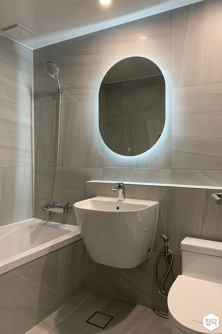 그레이,모던,욕실,패턴타일,간접조명,세면대,거울