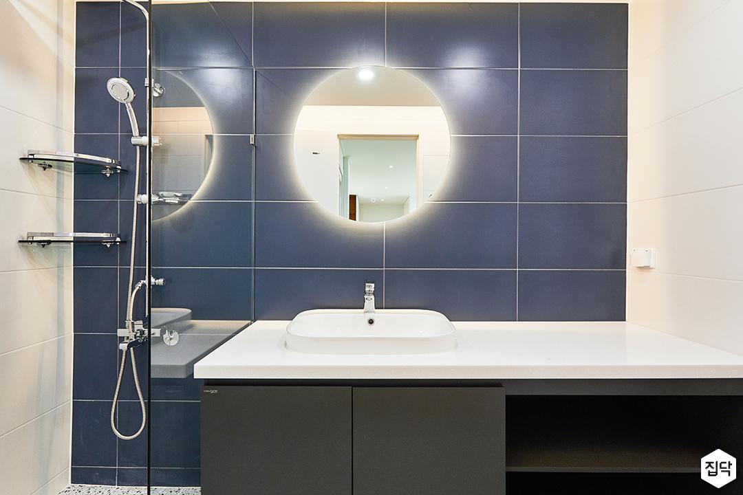 화이트,블루,모던,뉴클래식,욕실,폴리싱,간접조명